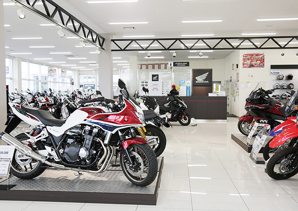 外観だけではなく、店内もオールリニューアルされているHonda Dream沖縄豊崎。