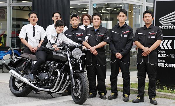 多彩なラインナップのバイク・洋用品と最高の笑顔のスタッフでお待ちしております!